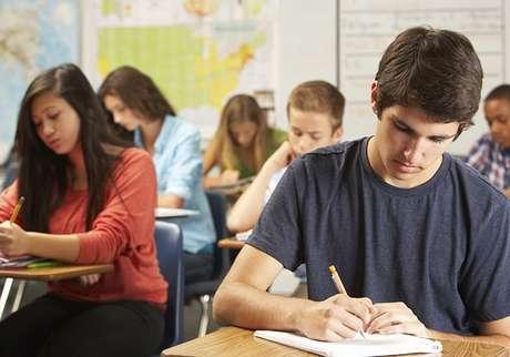 Um bom desempenho no Enem garante ingresso no ensino superior gratuito, bolsas em faculdades privadas de primeira linha, financiamento estudantil a juros baixos e até entrada em cursos técnicos profissionalizantes