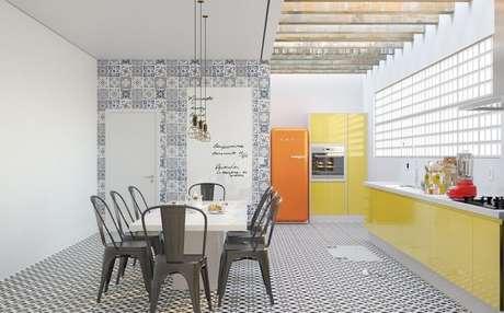 7. Decoração com ladrilhos para cozinha com piso hidráulico