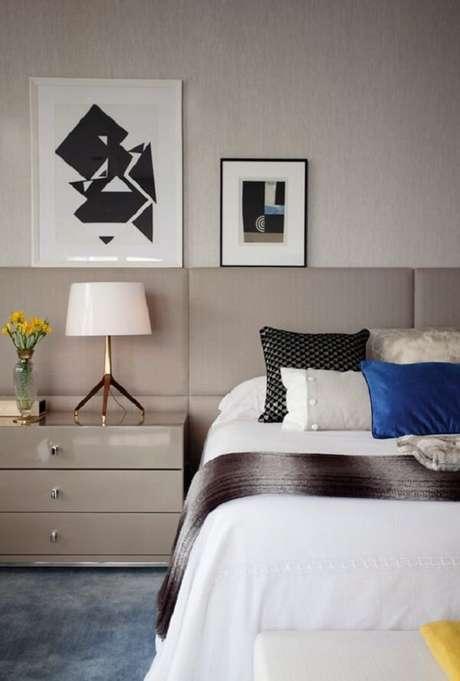 65- Os quadros para quarto têm dimensões diferentes, porém as mesmas cores. Fonte: Pinterest