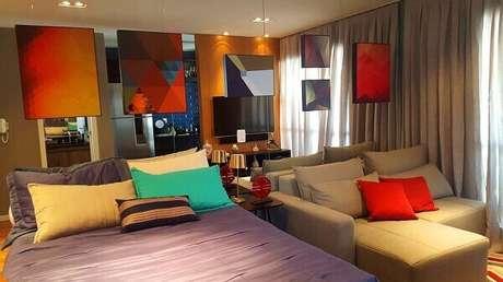 17- No Studio, os quadros para quarto com cores fortes criam um ambiente alegre e descontraído. Fonte: Zark Studio Lab