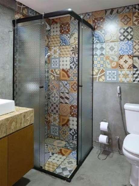 51. Ladrilho hidráulico para banheiro decorado