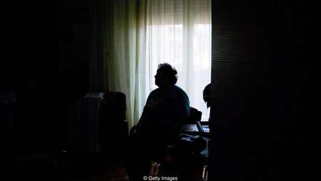 Os idosos não fazem parte da parcela da população que mais se identifica como solitária