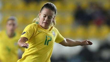 Darlene marca o único gol do Brasil sobre a França.