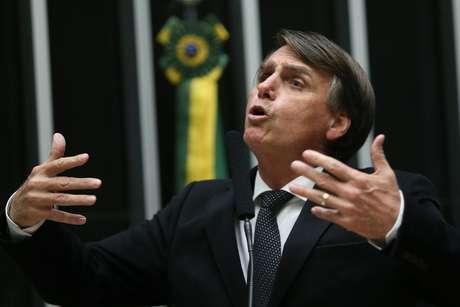 O deputado federal Jair Bolsonaro(PSC-RJ) discursa no plenário da Câmara dos Deputados,em Brasília.