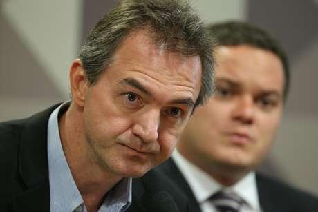 Empresário Joesley Batista e ao fundo o seu advogado, Ticiano Figueiredo, durante depoimento na CPMI da JBS no Congresso, em Brasília.