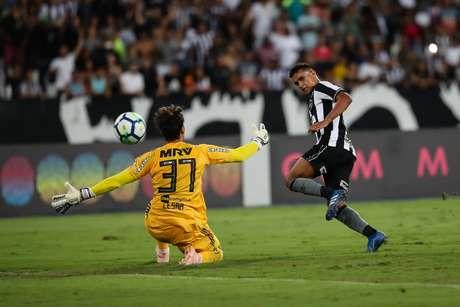 Erik fez o primeiro gol do Botafogo no Engenhão; o tento movimentou o placar pela primeira vez