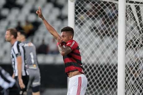 Vitinho diminuiu para o Flamengo contra o Botafogo: 2 a 1