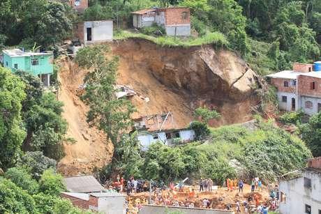 Deslizamento no Morro da Boa Esperança em Niterói (RJ), na madrugada deste sábado (10), causou a morte de nove pessoas