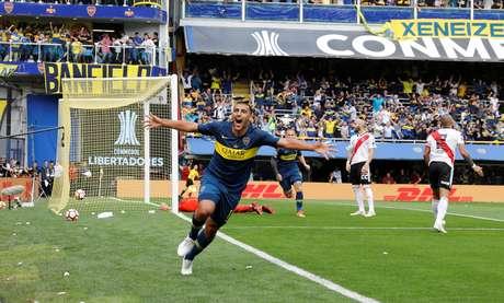 Ábila abriu o placar para o Boca Juniors na final da Libertadores da América