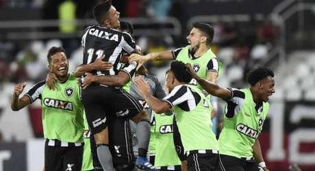 Boa atuação coletiva garantiu o triunfo do Botafogo (Foto: Paulo Sergio/Agencia F8)