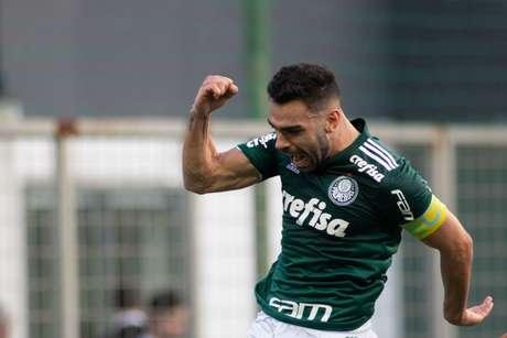 No pênalti, Bruno Henrique tirou o goleiro Victor mandou a bola para o fundo do gol