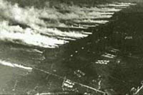 Ataque com gás: uma paisagem aterradora (ataque francês nas linhas alemãs, Bélgica, 1916)