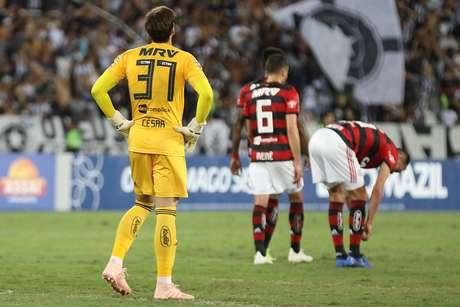 Com a derrota, o Flamengo pode perder o líder Palmeiras de vista, caso o time alviverde vença sua partida no domingo (11)