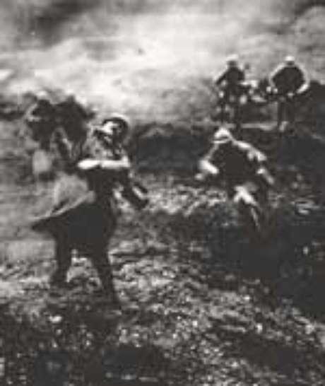 Soldado abatido em pleno avanço