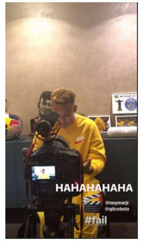 Neymar retirou quadro de foto com a ex-namorada da parede de casa (Foto: Reprodução/ Instagram)