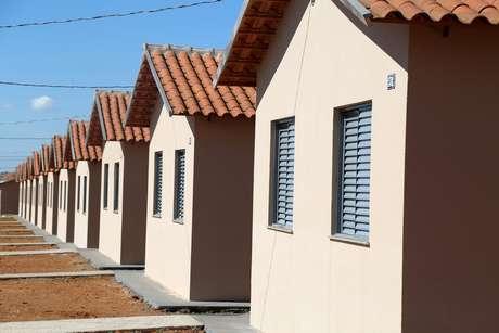 Casas que fazem parte das 701 unidades habitacionais do Programa Minha Casa, Minha Vida no conjunto Rio de Janeiro entregues na cidade de Uberaba (MG), nesta quinta-feira (21)