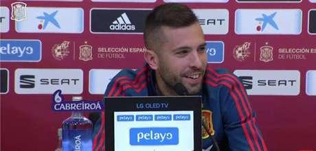 Alba concedeu entrevista coletiva nesta terça-feira (Foto: Reprodução / Twitter)
