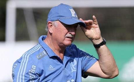 Felipão conseguiu efeito suspensivo para comandar o time nesta quarta-feira (Cesar Greco/Ag Palmeiras/Divulgação)