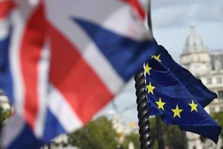 UE e Reino Unido chegam a acordo sobre Brexit, diz imprensa