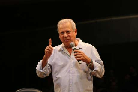José Dirceu em noite de autógrafos, no teatro Tuca, nessa segunda-feira (12/11/2018)
