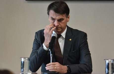 """""""No calor dos acontecimentos, a gente dá umas caneladas"""", disse o presidente eleito Jair Bolsonaro (PSL)"""