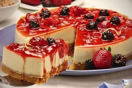 Torta de limão siciliano e frutas vermelhas