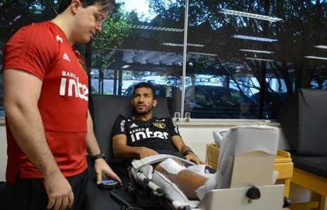 Rojas inicia recuperação no Reffis do CT da Barra Funda (Érico Leonan/saopaulofc.net)