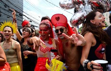 Foliões no Bloco Retaleena, na região de Pinheiros em São Paulo (SP), no Carnaval de 2018