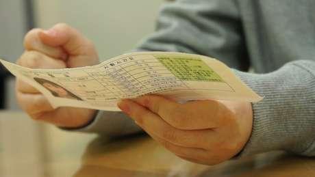 Papel que comprova participação de Jin-yeong na prova mostra anotações na parte de trás