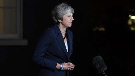 Theresa May anunciou o acordo com a UE na noite de quarta; na manhã seguinte, quatro integrantes do gabinete renunciaram por discordarem dos termos