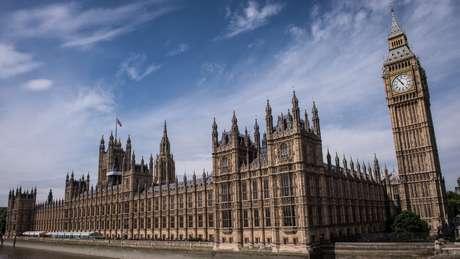 Parlamento britânico terá de dar seu aval ao acordo acertado por May com a UE