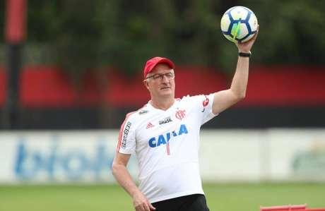 Dorival Junior durante treino do Flamengo no Ninho do Urubu.
