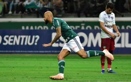 Felipe Melo comemora o golaço marcado contra o Fluminense (Foto: EDUARDO CARMIM PHOTO PREMIUM)