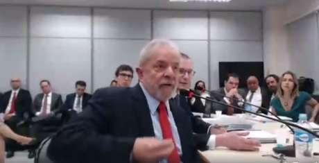 Lula presta depoimento no âmbito da Operação Lava Jato