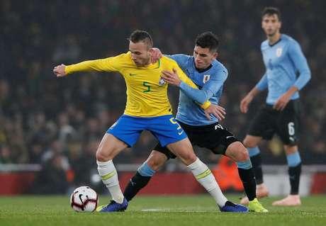 O Uruguai marcou muito bem a equipe do Brasil, que pouco produziu durante a partida como um todo