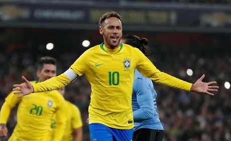 Neymar comemora o seu gol na partida amistosa entre Brasil e Uruguai, em Londres