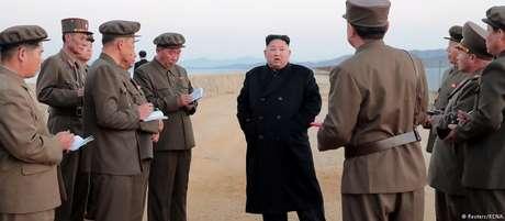 """Kim Jong-un durante inspeção de sistema de defesa de """"última geração"""""""