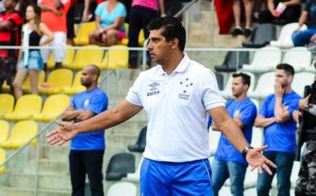 Sidnei Lobo irá para a sua 13ª partida no comando do Cruzeiro- (Foto: Gabriel Lordello)
