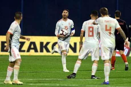 Sergio Ramos fez um dos gols da Espanha na derrota para a Croácia (Foto: AFP)