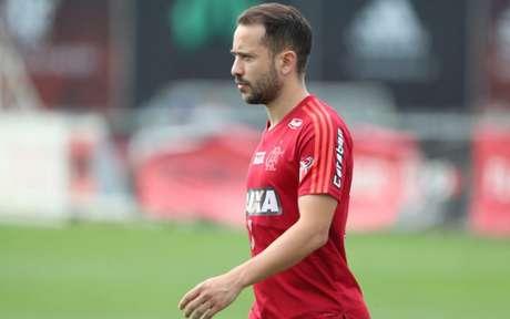 Everton Ribeiro durante atividade no Ninho do Urubu (Foto: Gilvan de Souza/Flamengo)