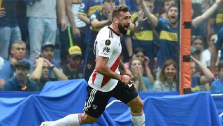 Pratto fez gol no jogo de ida da final da Libertadores