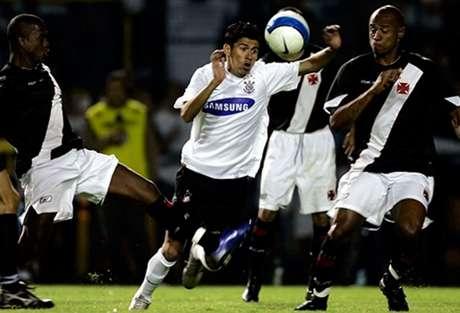 Em 2007, no Pacaembu, a última derrota do Corinthians em casa para o Vasco: ano da queda... (Foto: Divulgação)