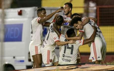 Arão foi o autor do gol do Flamengo na Ilha do Retiro (Foto: Carlos Ezequiel Vannoni)