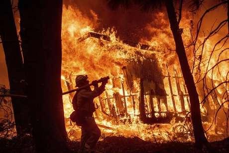 Incêndios nos EUA deixam 1,3 mil desaparecidos e 79 mortos