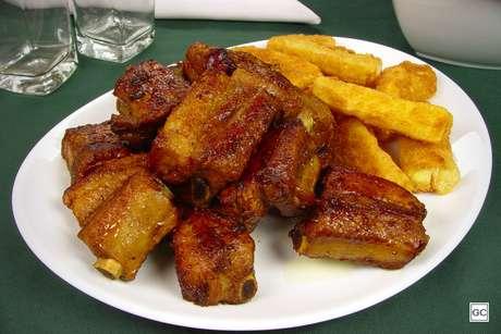 Costelinha de porco ao molho barbecue