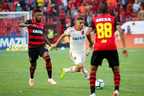 Lance de jogo durante Sport x Flamengo