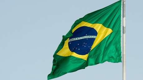 A bandeira brasileira é a única em que as estrelas reproduzem sua orientação no céu