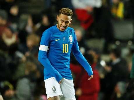 Neymar no jogo entre Brasil e Camarões