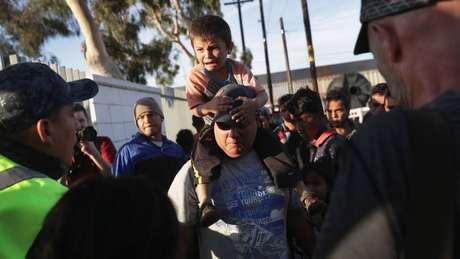 Muitos moradores justificaram o incômodo acusando a caravana de violência: 'Eles chegaram ilegalmente, destruindo cercas e agredindo'
