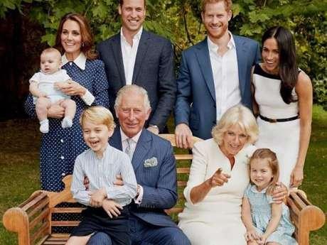 Príncipe Louis roubou a cena em foto oficial da família real